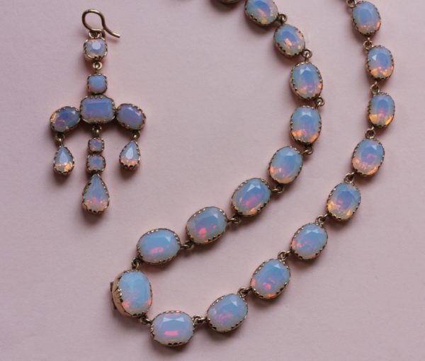 Opaline and gold necklace with girandole pendant