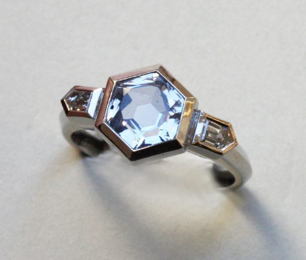 hexagonale saffieren ring