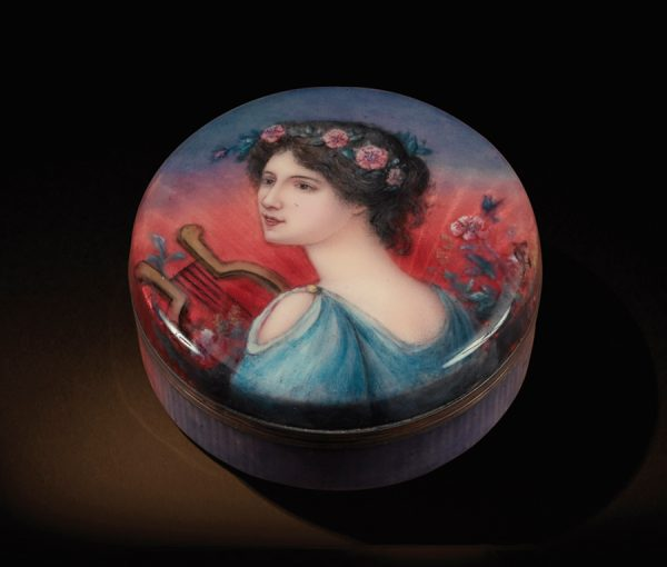 Pre-Raphaelite box