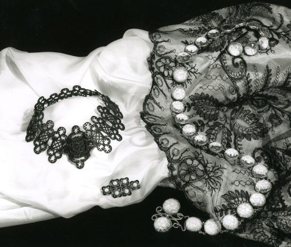 fer de Berlin necklace