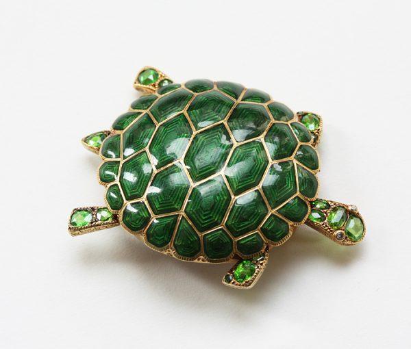 green turtle brooch