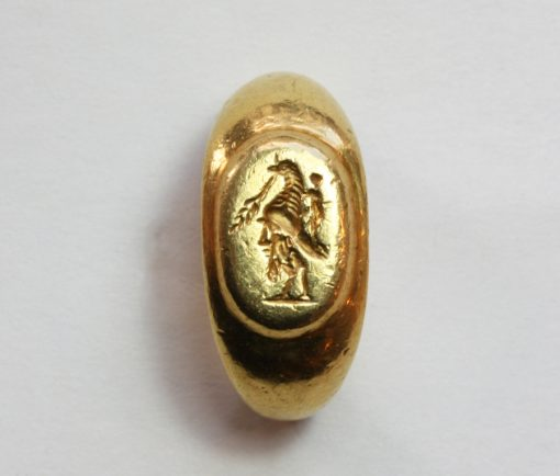 Roman gold gryllos intaglio ring