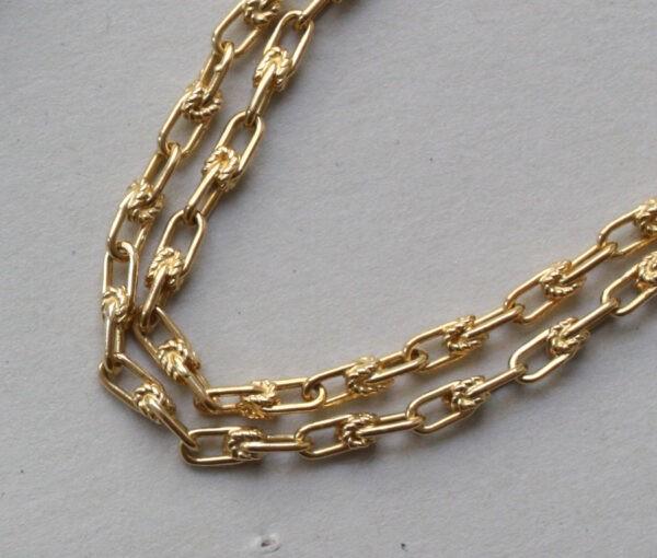 Roger_Lucas_fish_necklace