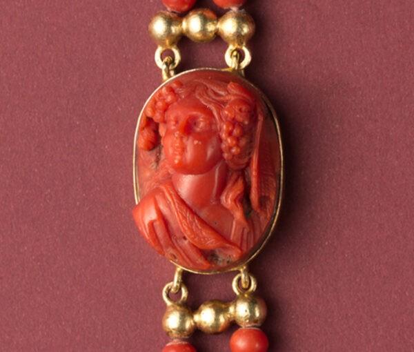 Jacob_de_Groes_coral_gold_necklace3