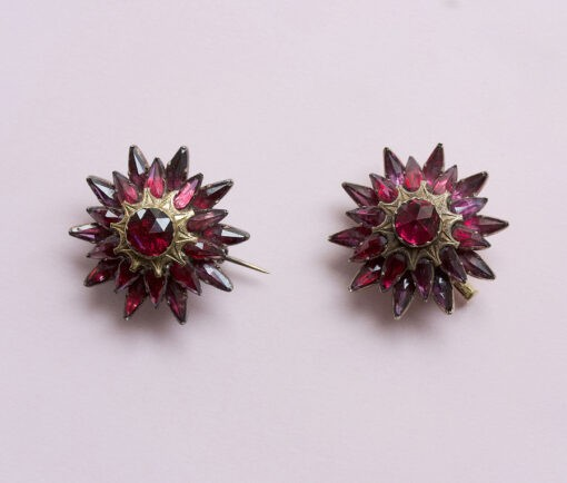garnet_star_brooches