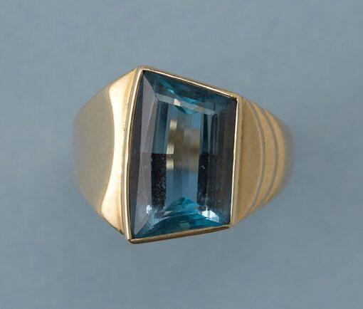 gold and aquamarine ring