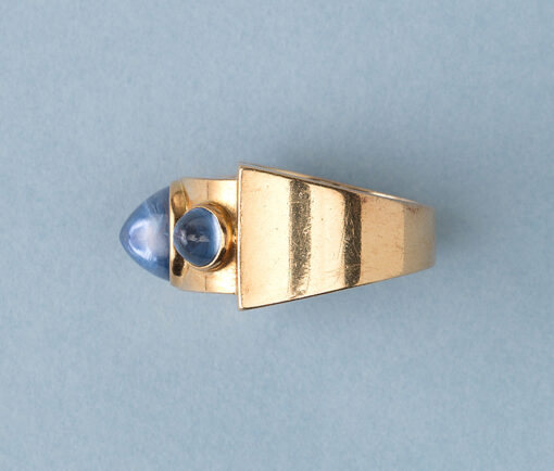 retro gold and sapphire ring